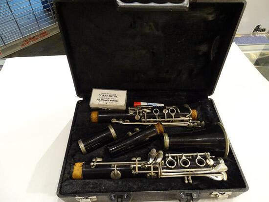 (SC) KING TEMPO CLARINET WITH HARD CASE. ITEM IS SOLD AS IS WHERE IS WITH NO GUARANTEES OR WARRANTY.