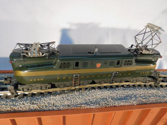 Lionel No. 6-8150 Green 5-Stripe Pennsylvania GG-1 Electric Locomotive