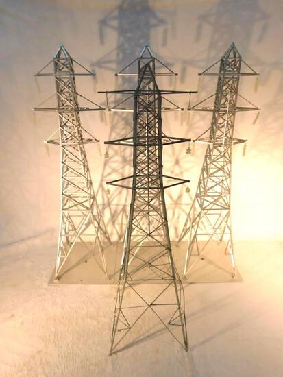 "MTH High Voltage Towers ""O"" Gauge Used"