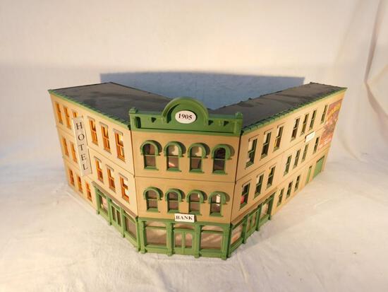 "Ameri-Town OGR Three Story Corner Building Complex ""O"" Gauge Used"
