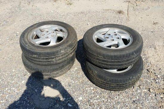 ( 4 ) 15 in. Pontiac Rims & Tires