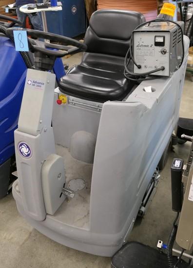 Riding Floor Scrubber: Advance 2800