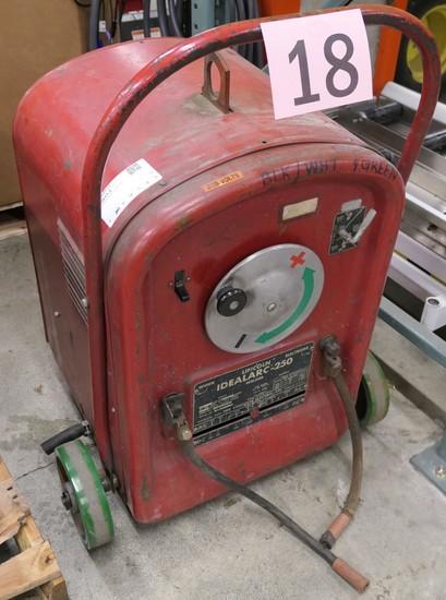 Arc Welding Machine: Lincoln IdealArc-250