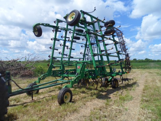 John Deere 2200 Field Cultivator 35.5 FT, Floating Hitch, 5 Bar Spike Tooth Drag