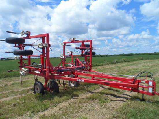 Wilrich 4400 Chisel Plow, 24 Ft, Walking Tandems