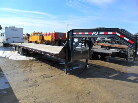 PJ 5th Wheel Trailer 34ft, 12,000 lbs Axles, 10ft Hyd Beaver Tail