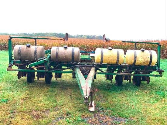 John Deere 7000 8 Row Narrow Planter