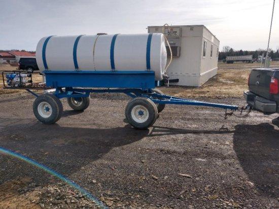 1000   gallon tank with engine/pump