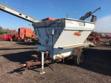 Single axle seed/feed wagon with scales and tarp