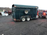 Tandem axle livestock trailer
