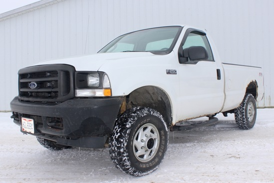 2004 Ford F-250 White 4x4 pickup w/reg. cab, 5.3L V-8, auto, long bed, 115K