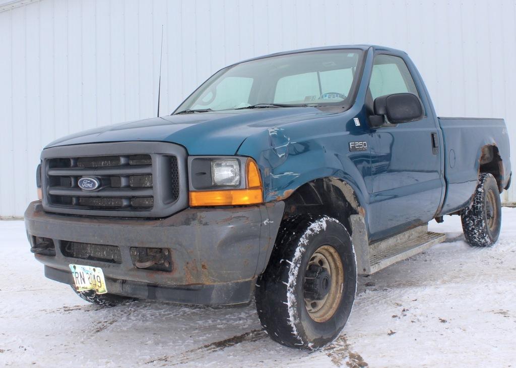 2001 Ford F-250 Blue 4x4 pickup w/reg. cab, 5.3L V-8, auto, long bed, 125K