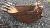 18'' backhoe bucket