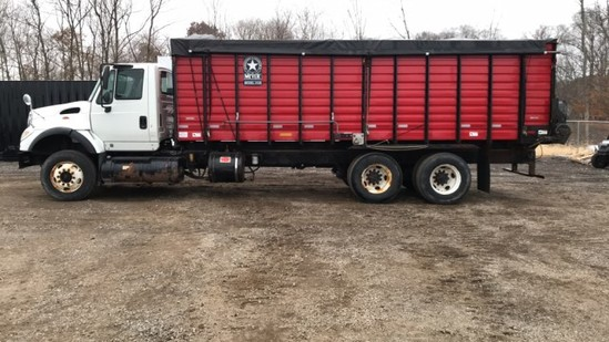 2004 International 7600 Straight Truck
