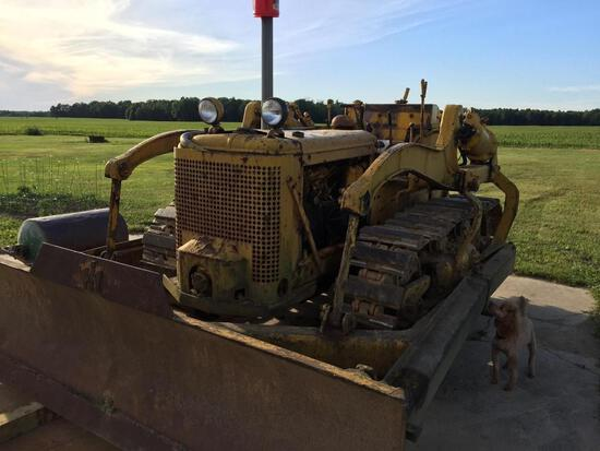 IH TD 9 Bulldozer, runs and operates