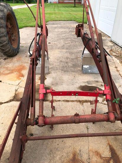 Farmall loader fits H-450