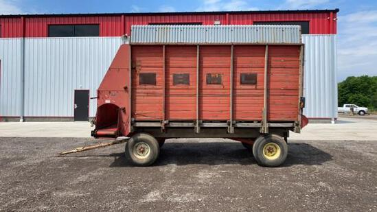 """""""ABSOLUTE"""" Gehl 960 16' Silage Wagon"""