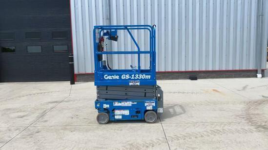 """ABSOLUTE"" Genie GS-1330M Scissor Lift"