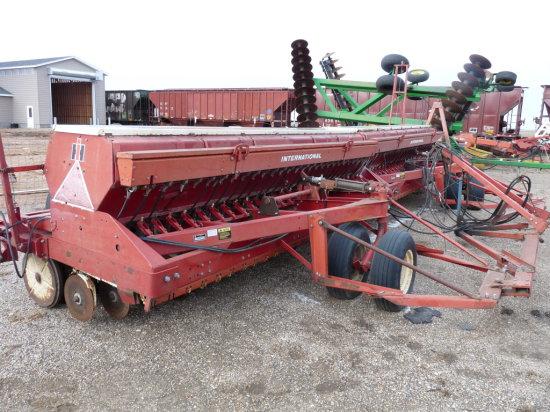 IH #620 24' Grain Drills