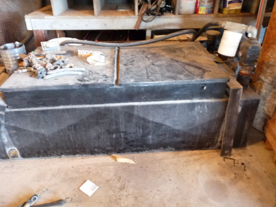 Approx. 100 Gal. Fuel Service Tank with 12V Pump