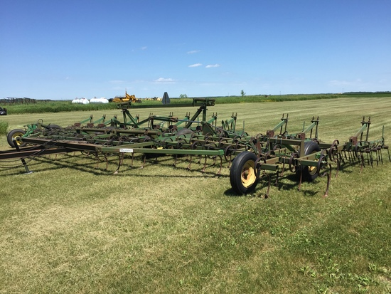 John Deere 960 36' Cultivator
