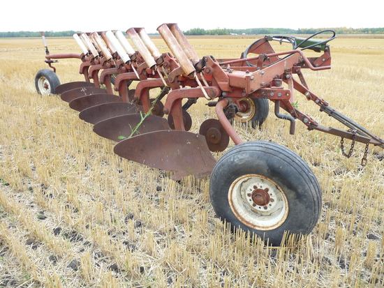 IH 770 6x16 Auto Reset Pull Type Plow
