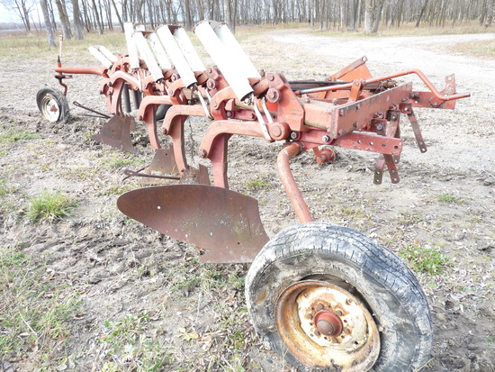 IH 770 6x16 Plow for Parts