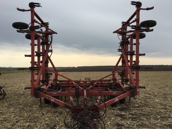Case-IH #5600 36' Chisel Plow w/Harrows