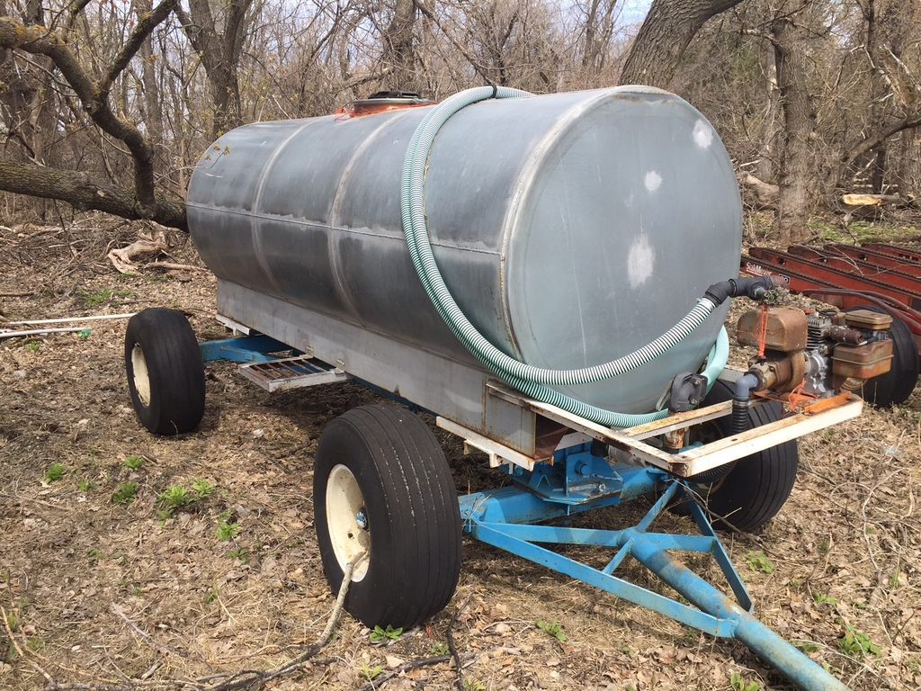 1000 Gal. Galv. Tank on John Blue Running Gear