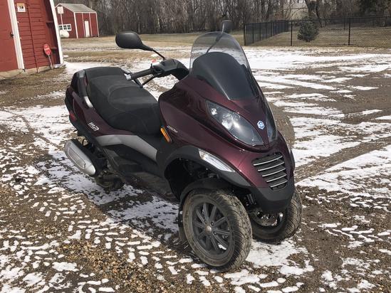 2007 Pioggio MP3 250 3-Wheel Scooter