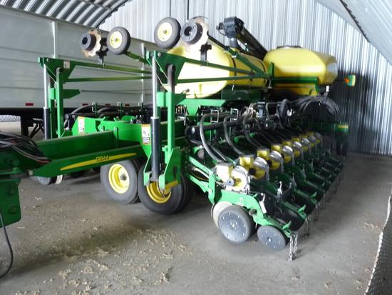 "2012 John Deere DD44CCS 24 Row 22"" Planter"