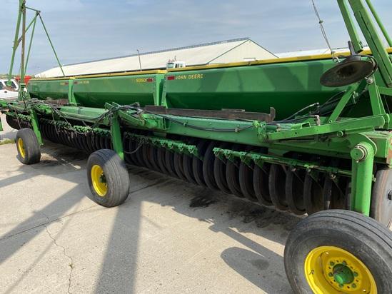 John Deere 30' 9350 Grain Drills with Factory Transport
