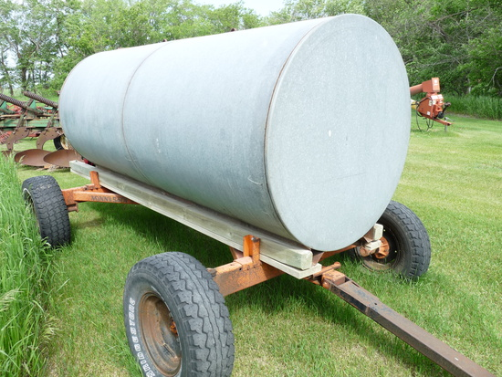 1000 Gal. Galvanized Water Tank on Minnesota Big Seven Trailer