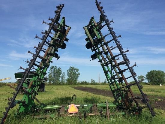 John Deere 960 40' Cultivator with Harrows
