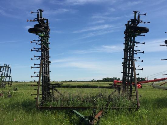John Deere 1000 40' S-Tine Cultivator with Harrows