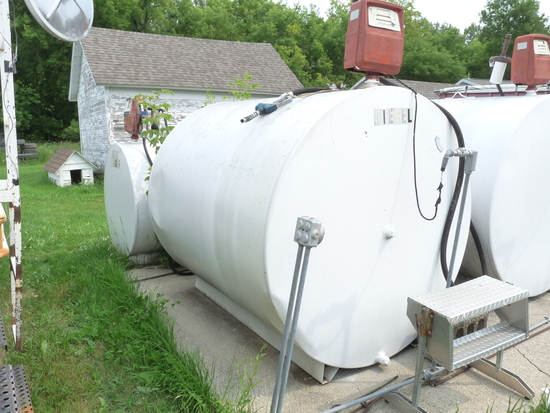 1,000 Gallon Fuel Tank with Pump