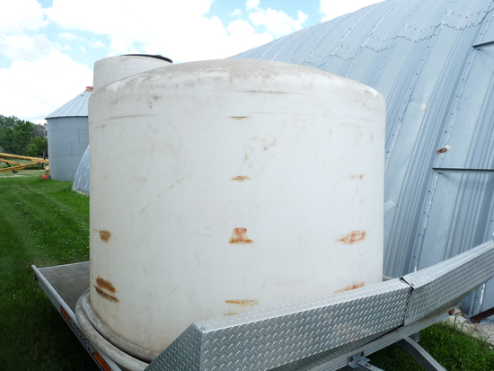 1700 Gallon Water Tank