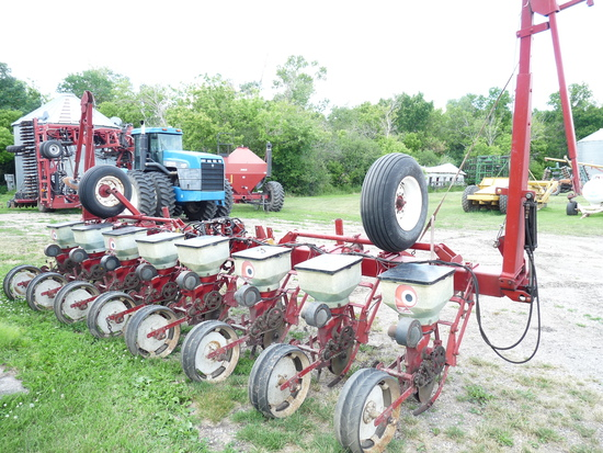 """White 8 Row 30"""" Planter with Markers"""