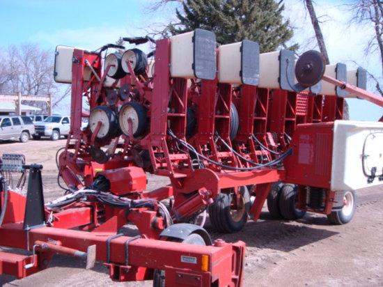"IH 800 12 Row 30"" Cyclo Planter"