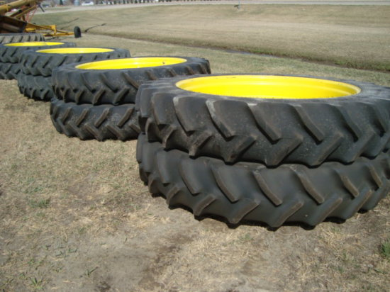 """390/90 R54 Duals with 22"""" Hubs"""