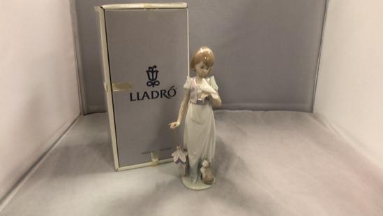 "Lladro Figurine ""Summer Stroll"""
