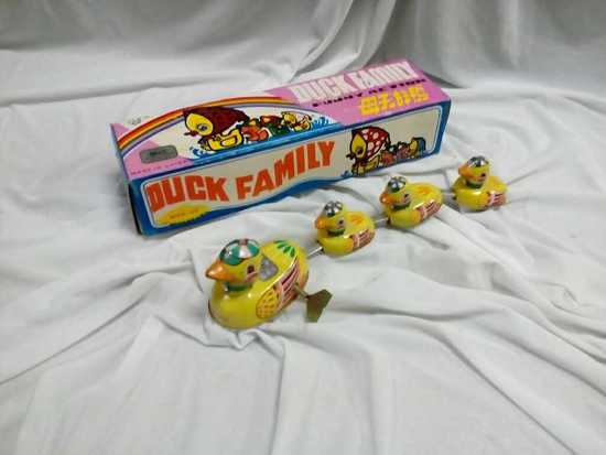 Vintage Wind up Duck Family with box