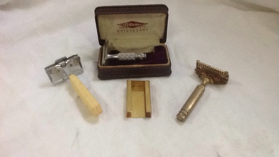 GILLETTE USA  ARISTOCRAT GOLD SAFETY SHAVER
