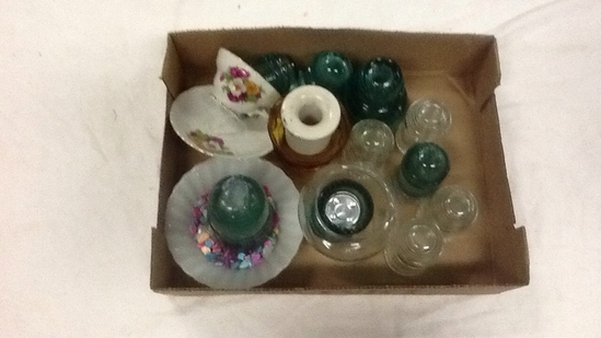 BOX OF INSULATOR COLLECTIBLES