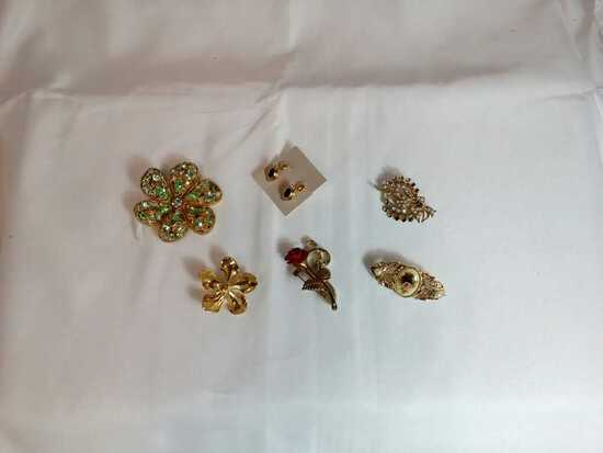 Lot of Jewelry: Brooches and Clip On Earrings