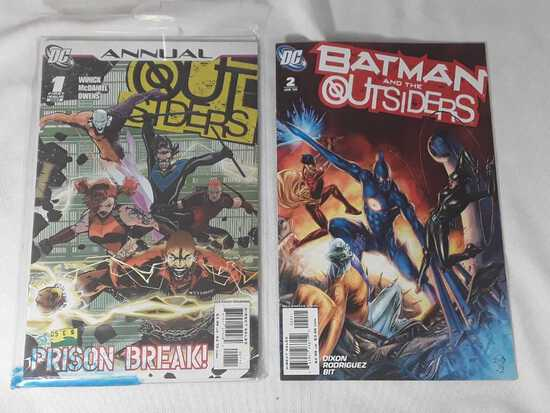 2 DC - Batman and the Outsiders & Outsiders Comics