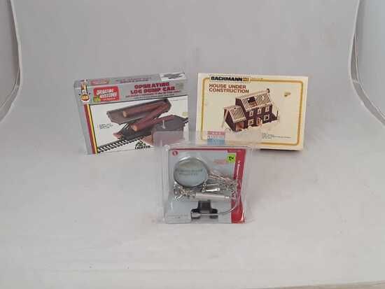 2 HO CONTRUCTION SETS W/ HELPING HAND MAGNIFIER
