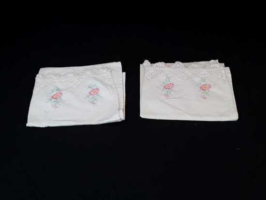 SET EMBROIDERED PILLOWCASES W/PINK FLOWERS