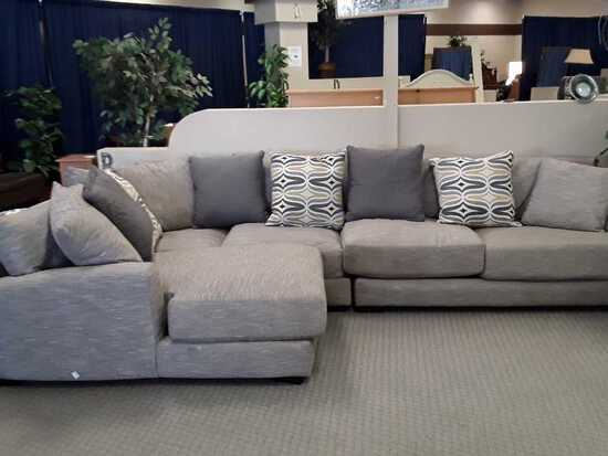 GREY MATERIAL SECTIONAL W/CHEZ