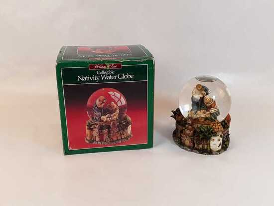 COLLECTIBLE NATIVITY WATER GLOBE